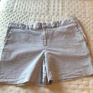 Banana Republic Seersucker Gray/shorts size 8